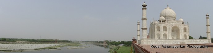 Panorama capture of The Taj-Mahal and Yamuna River.
