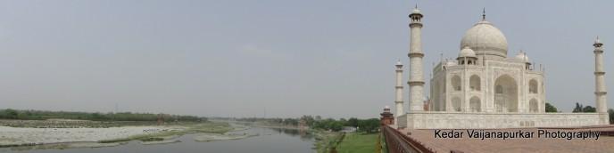Panorama capture of The Taj-Mahal and Yamuna River.